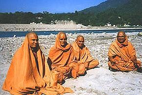 クリヤヨガを教える僧侶