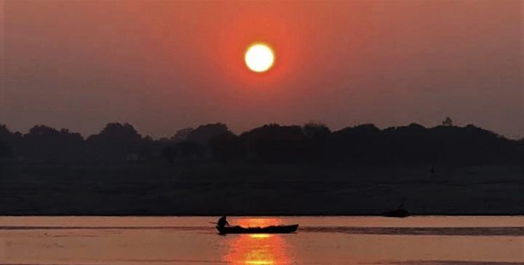 インド・ガンジス河の夜明け