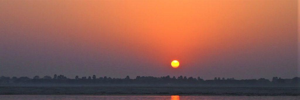 インド・バラナシ/ガンガの夜明け